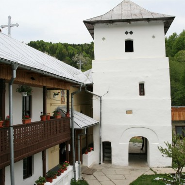 Clopotnița Sfintei Mănăstiri Iezer