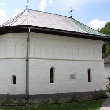 Biserica Sfintei Mănăstiri Iezer